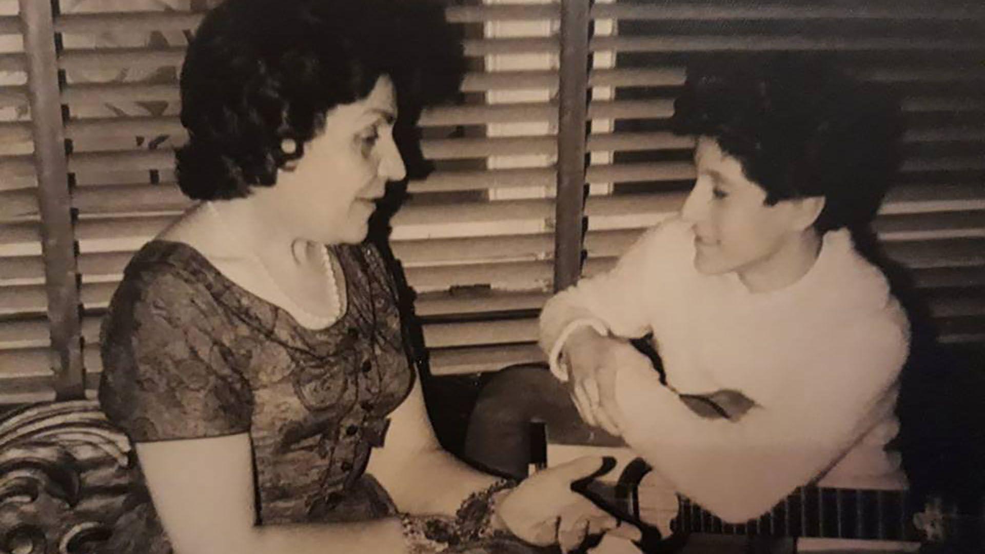 Luisito Rey y su manager argentina, Herminia L. de Chousa, durante su fugaz paso por Buenos Aires como estrella infantil
