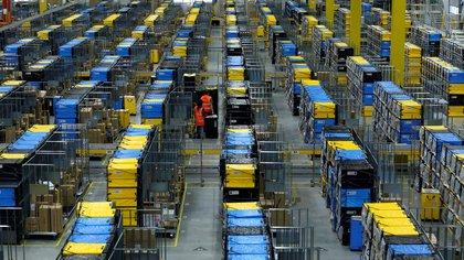 Uno de los enormes almacenes de Amazon en Mannheim, Alemania (Reuters/ Ralph Orlowski)