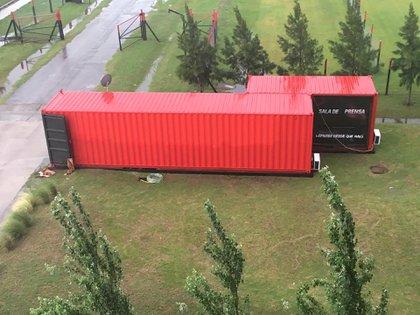 El container montado en el que se desarrollan las conferencias de prensa