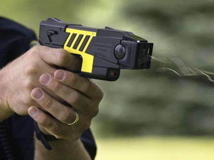 También se frena el uso de las pistolas taser. Los efectivos de seguridad ya estaban entrenando con estas armas no letales.