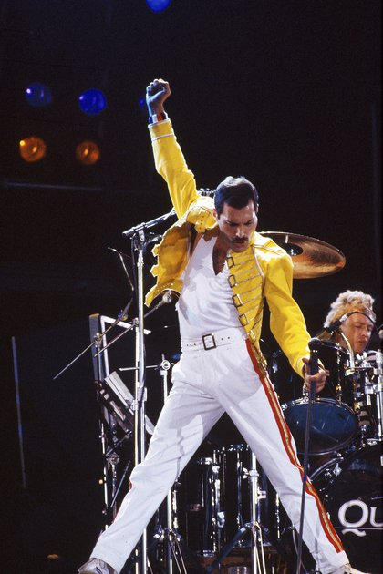 UNITED KINGDOM - AUGUST 09:  KNEBWORTH  Photo of Freddie MERCURY and QUEEN, Freddie Mercury performing live on stage.  Roger Taylor is in the background.  (Photo by Suzie Gibbons/Redferns)