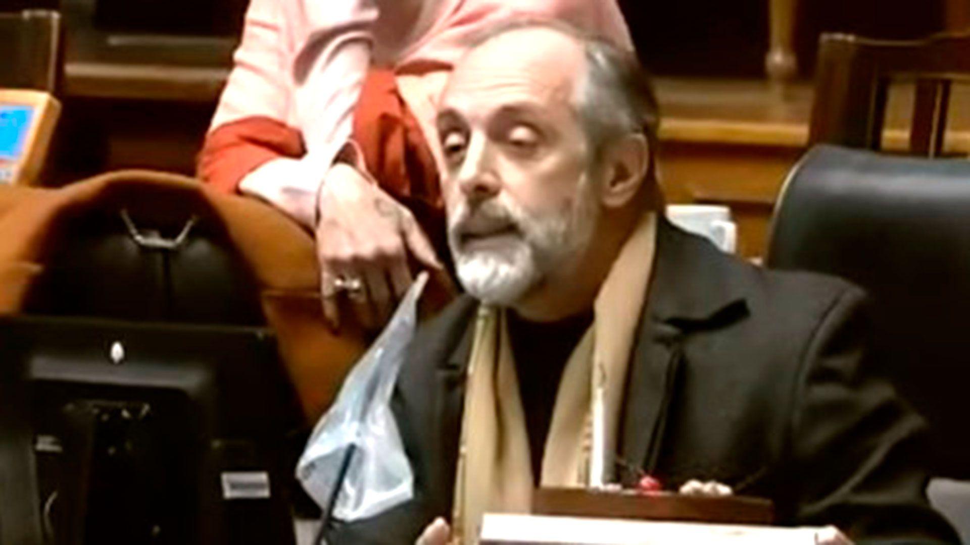 Legislador-porteño-Claudio-Morresi-torta