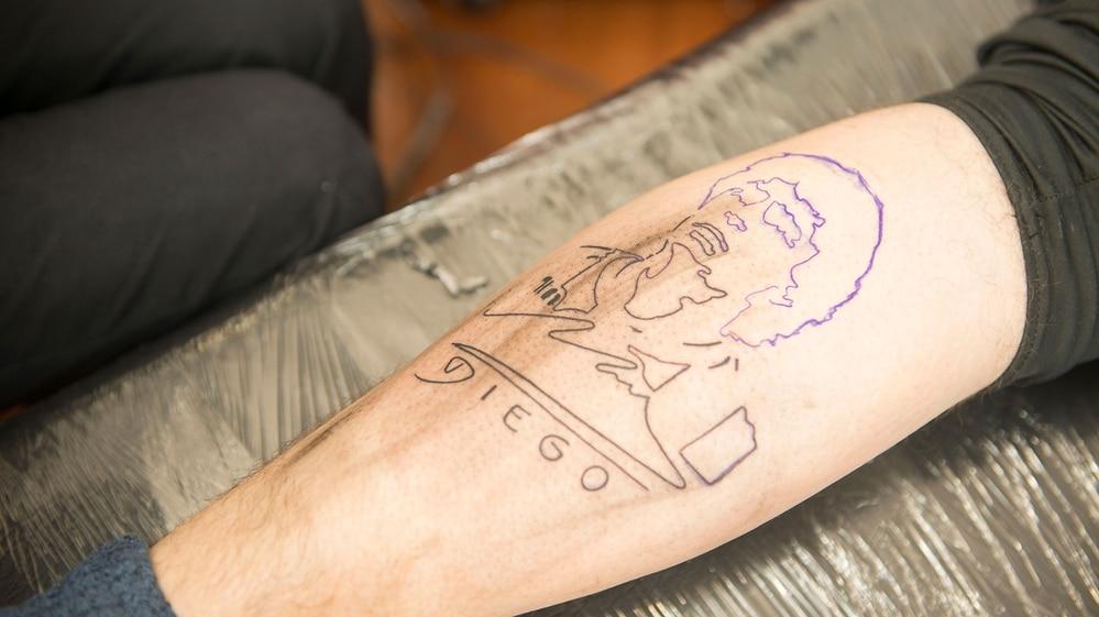 Furor Por Los Tatuajes De Maradona En La Plata Hinchas De