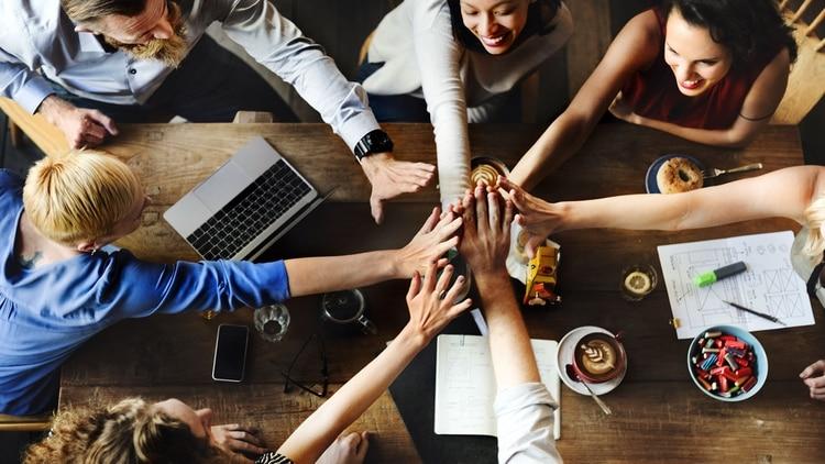 En las organizaciones donde reina un espíritu de colaboración tienden a crear equipos multidisciplinarios para abordar los problemas