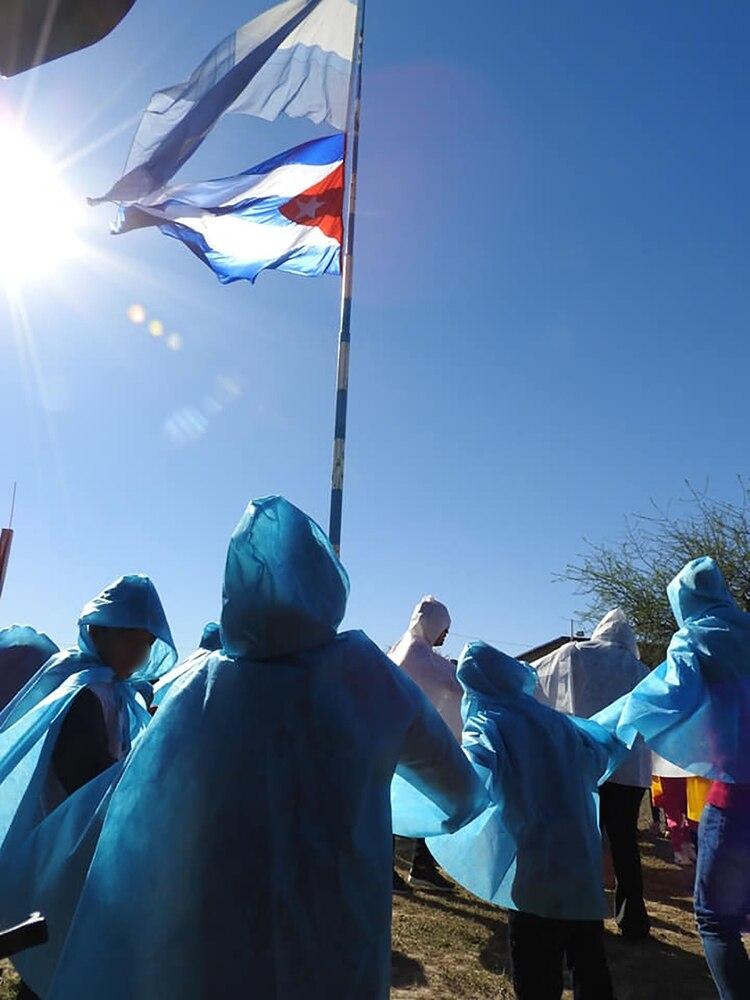 Marxismo cultural - Página 2 Colegio-chaco-bandera-cubana-8