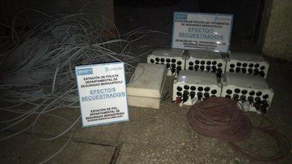 Los cables de fibra óptica secuestrados durante el allanamiento del jueves pasado en Berazategui.