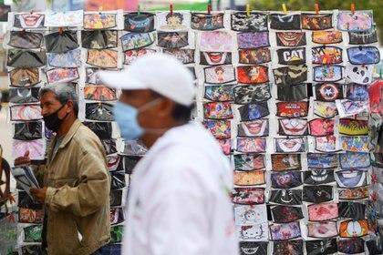 Gobierno mexicano calculó la llegada al país de más de 11 millones de cubrebocas. (Foto: Reuters/Edgard Garrido)