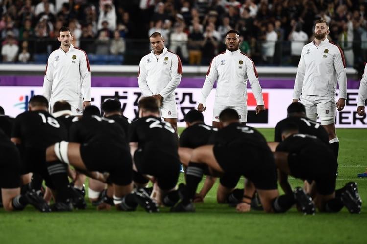 Inglaterra logró un triunfo histórico ante los All Blacks y jugará la final del Mundial en Japón (Photo by Anne-Christine POUJOULAT / AFP)