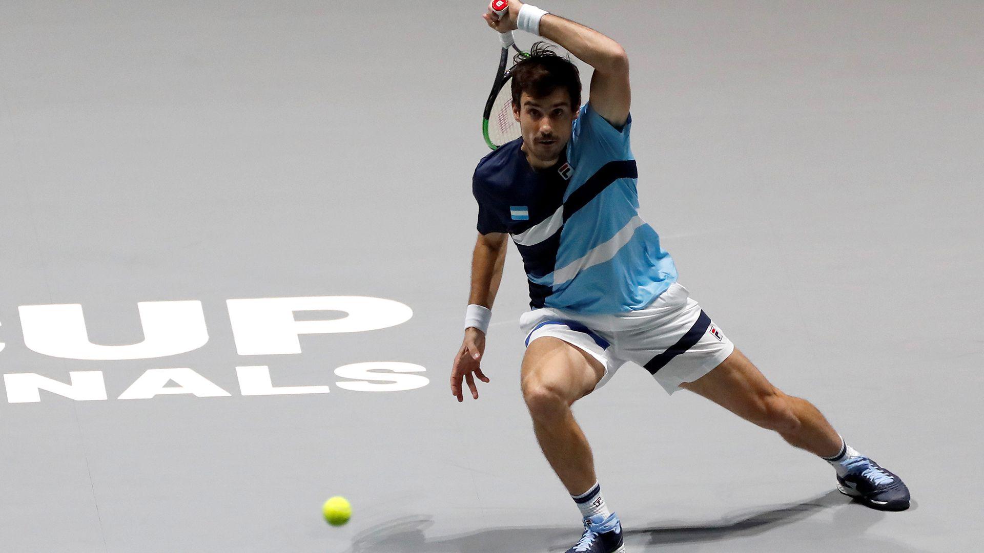Guido Pella, el primer en salir a la cancha para Argentina en los cuartos de final de la Copa Davis (EFE)
