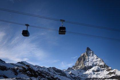 Zermatt es un destino perfecto para una escapada romántica en la nieve (Photo by Fabrice COFFRINI / AFP)