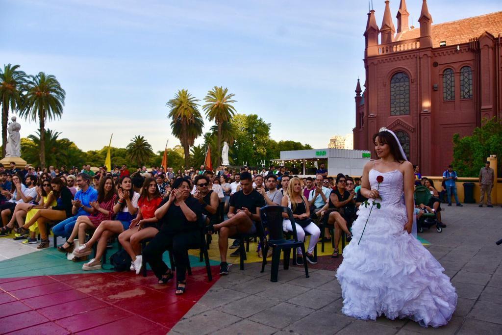 """El desfile de apertura, denominado """"Metamorfosis Romántica"""", estuvo a cargo de Cooperativa Estilo Diversa"""