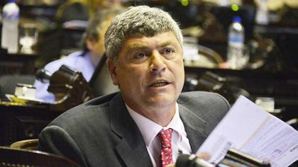 """El exministro de Agroindustria y actual diputado nacional Ricardo Buryaile se preguntó para qué cerraron los registros de exportación.  """"Será que después de la Declaración de Emergencia, subirán más??""""."""