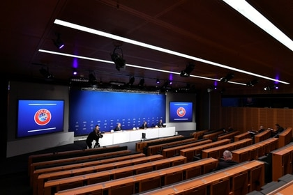 Una vista general de la conferencia de prensa virtual de la UEFA encabezada por el presidente Aleksander Ceferin (REUTERS)