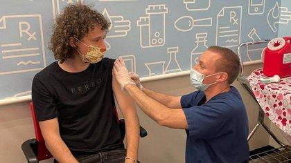 Luisito Comunica se vacunó en Las Vegas contra el COVID-19 (Video: Instagram / @Luisitocomunica)