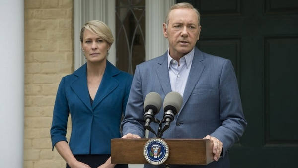 """Frank (Kevin Spacey) y Claire Underwood (Robin Wright), en una escena de """"House of Cards"""". Tras el escándalo por denuncias de abuso sexual, Spacey quedó al margen de la sexta y última temporada; Wright se apoderó de la historia"""