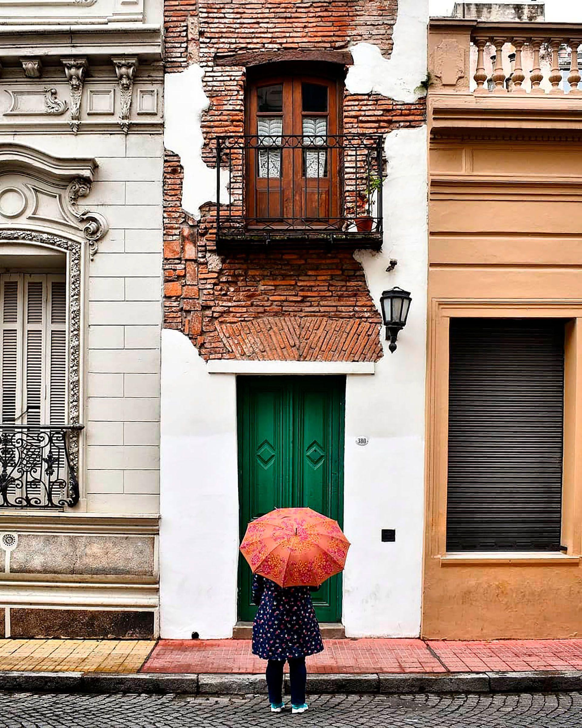En el pasaje San Lorenzo del barrio de San Telmo se esconde la Casa Mínima que sobrevivió al paso del tiempo (@lauryncha)