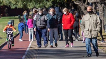 En la Ciudad, las reuniones sociales solo estarán permitidas en espacios públicos