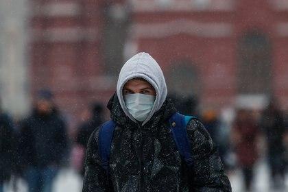 El frío puede ser un factor que impulse la cifra de contagios, pero los científicos no están seguros si el calor detendrá al virus (Reuters)