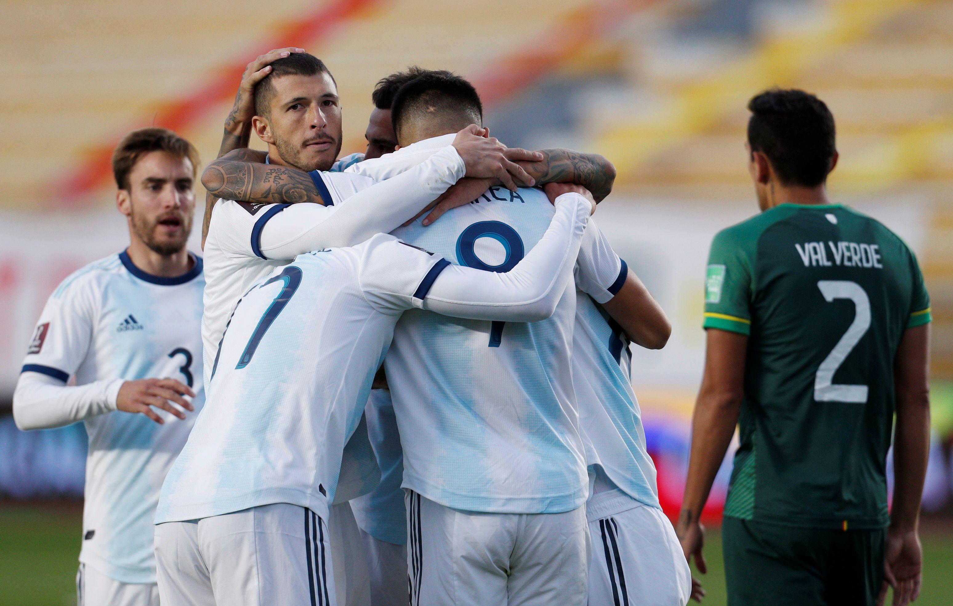 Festejo colectivo de Argentina en el 2-1 ( Juan Karita/Pool via Reuters)