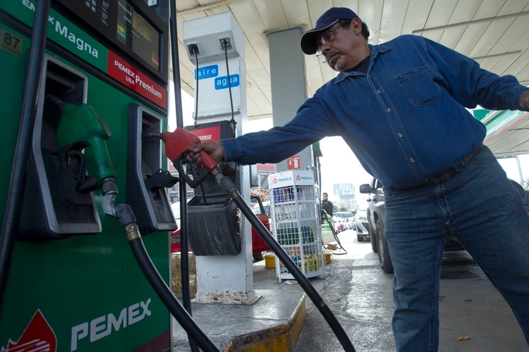 En Chiapas, la gasolina es más barata en sitios clandestinos que en las estaciones de servicio (Foto: Cuartoscuro)