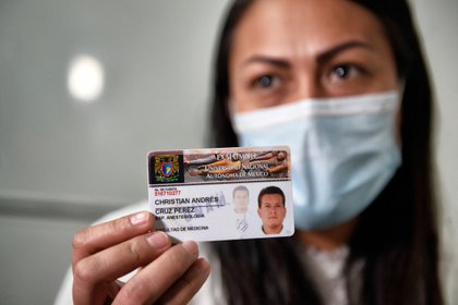 La doctora mexicana Yesenia Leyva, viuda del médico colombiano Christian Andrés Cruz. El 25 de febrero de 2021 en la Ciudad de México, México.
