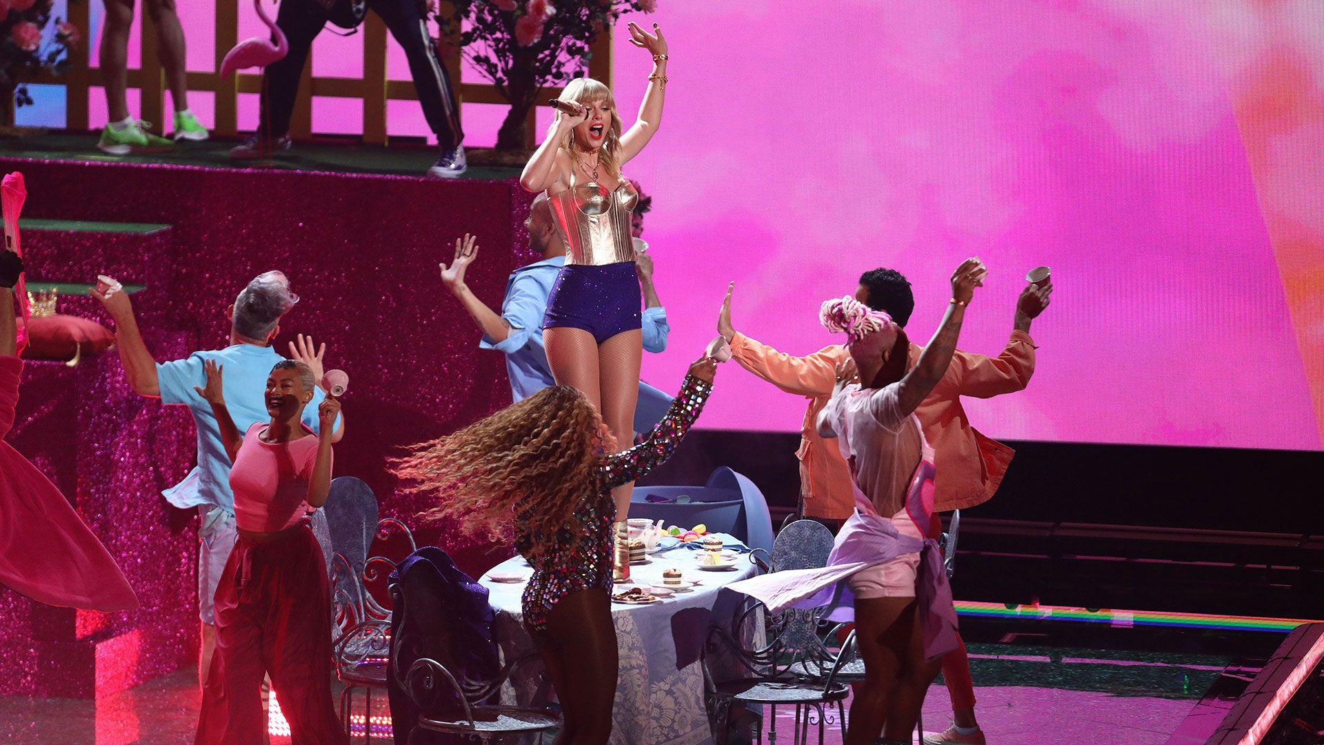 Taylor Swift incendió el escenario de los VMAs de MTV (Foto: AP)