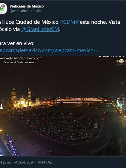 Los manifestantes ocupan la mitad de la Plaza de la República (Foto: Twitter/Webcamsdemexico)