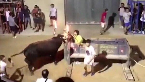 Primero prendieron fuego los cuernos del toro