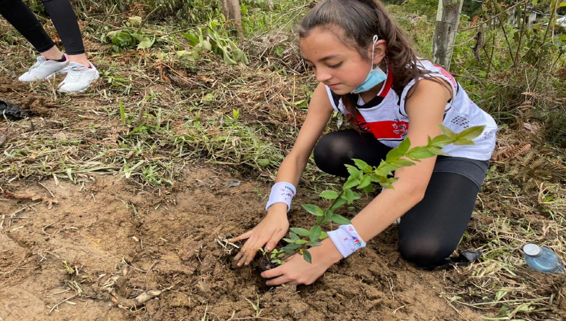 La siembra de especies nativas fue el premio para niños y niñas que participaron en carrera medioambiental en Ubalá, Cundinamarca