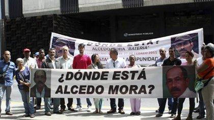Una protesta de amigos y familiares de Alcedo Mora