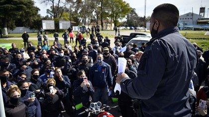 El conflicto salarial de la Policía llegó a su punto de mayor tensión en al tarde de este martes  (Gustavo Gavotti)