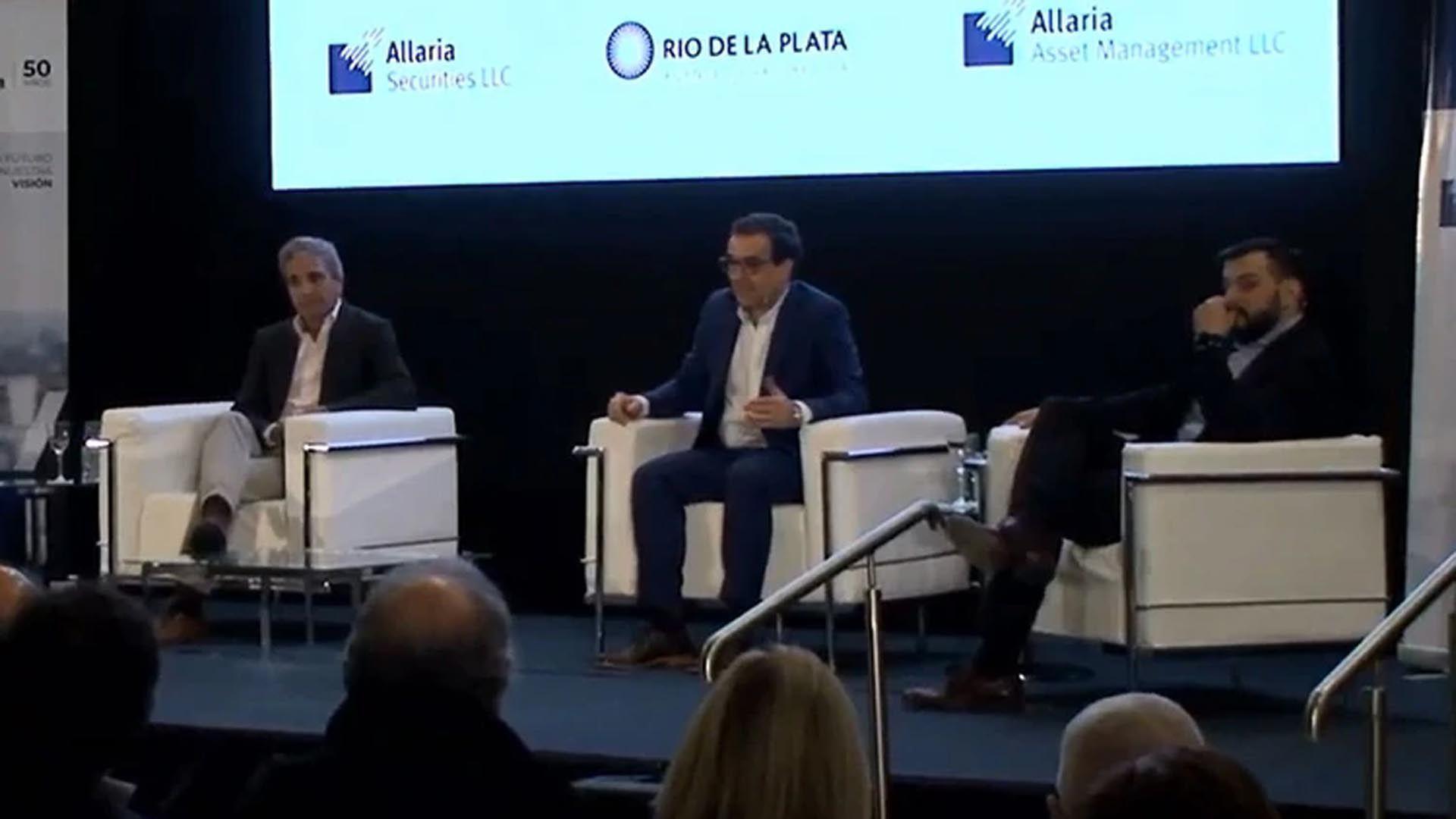 Caputo y Álvarez Agis compartieron un panel