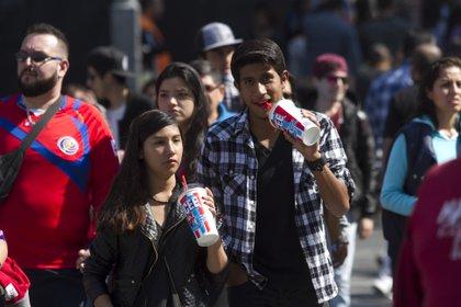 De media, un mexicano ingiere un total de 165 litros de refresco al año, lo que equivale a 464 latas de 355 mililitros (Foto: Moisés Pablo/Cuartoscuro)