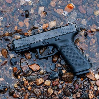 La Glock es un arma semiautomática y tiene un precio de unos 16,000 pesos mexicanos (Foto: Twitter@ArmasGuns)