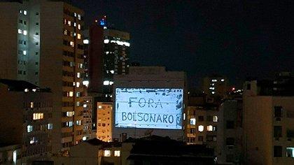 Cacerolazos en Brasil contra las políticas sanitarias de Bolsonaro. Según una encuesta de Datafolha, más del 70% de la población brasileña aprueba las medidas de cuarentena