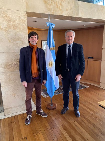 Felipe Solá y Vaca Narvaja en el piso 13 de la Cancillería, adonde está el despacho del Ministro de Relaciones Exteriores