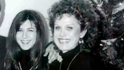 Jennifer Aniston con su madre Nancy Dow