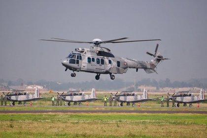 Fueron pobladores de Santiago de los Caballeros y Babunica quienes confirmaron el contingente de efectivos de la Armada de México; llegaron con el apoyo de helicópteros de la Fuerza Aérea (Foto: Diego Simón Sánchez/Cuartoscuro.com)