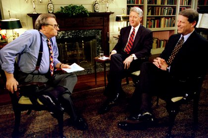 Larry King junto a Clinton y Al Gore en 1995 (REUTERS)