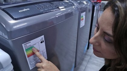 El etiquetado de electrodomésticos fue una de las primeras iniciativas que adoptó el estado para concientizar a los usuarios sobre el consumo de energía. Foto: Fernando Calzada.