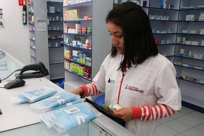 El gel antibacterial y los cubrebocas fueron los primeros productos en agotarse, y por lo tanto, subir su precio cuando llegó la pandemia a México (Foto: Reuters)