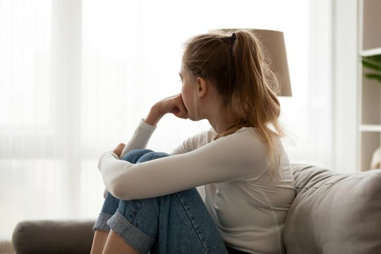 Los resultados de este estudio reflejan las tasas crecientes de dismorfia corporal y los niveles de cirugía plástica entre las mujeres jóvenes, así como los problemas de salud mental que conlleva sentirse físicamente inadecuados (Shutterstock)