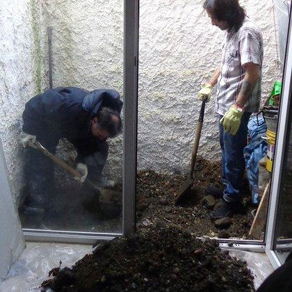 Tuvieron que excavar en su patio para demostrar que no la tenían enterrada (Infofueguina)