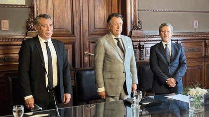La foto oficial de los tres integrantes de la Cámara Electoral, ahora completa desde 2016. Fue el único momento en que se sacaron los barbijos.