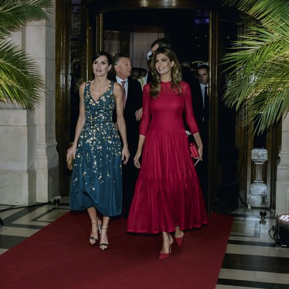 Diseño de autor y corte midi: las claves del glamour de la cena de gala en el CCK(Presidencia)