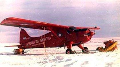 Los aviones monomotor Beaver con esquíes para conectar las diferentes base