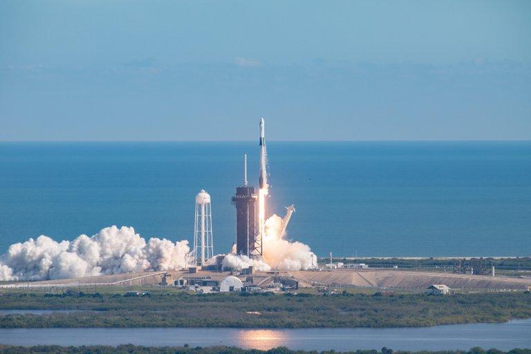 SpaceX vs NASA: ¿quién será el primero en volver a llevar al Hombre a la Luna?