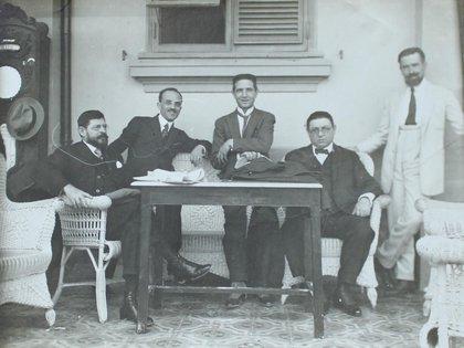 En una reunión junto a Horacio Quiroga