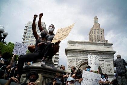 Uno de los puntos de concentración de los manifestantes en Nueva York fue el Washington Square Park (REUTERS/Eduardo Munoz)