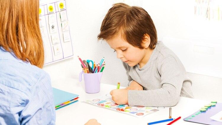 El autismo se manifiesta de forma diferente según la edad, el caudal de lenguaje y el nivel general de funcionamiento de cada persona (Shutterstock)